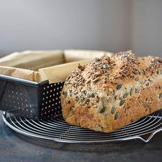 Je n'avais pas prévu de vous redonner une recette de pain aux céréales car j'en avais déjà mis une ici sur le blog, un pain sans pétrissage et cuit en cocotte. Mais après la publication de cette photo sur Instagram, j'ai eu plusieurs demande pour avoir...
