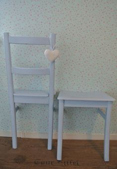 Diy dressboy with old chair Deco Originale, Old Chairs, Shabby Chic Dining, Diy Interior, Home Decor Inspiration, Decoration, Diy Furniture, Repurposed, Sweet Home