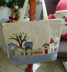 # amigosecreto # 2017 Aidatvargas, Source by de tela Free Motion Embroidery, Embroidery Bags, Patchwork Bags, Quilted Bag, Cute Sewing Projects, Japanese Bag, House Quilts, Jute Bags, Bag Patterns To Sew