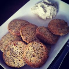 Chia seed crackers 1 egg 3 teaspoons of chia seeds 3 teaspoons of almond meal (home-made) 1 tablespoon of coconut flour Salt, pepper, chilli