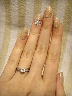 Ida-Marian kynnet / Beige polish with glitter and rhinestones / #Nails #Nailart