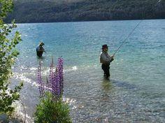 Los ríos y lagos de la Patagonia y las provincias del Litoral atraen cada vez más a pescadores argentinos y extranjeros.