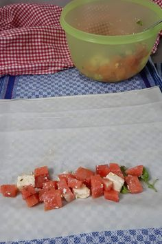 Melone-Feta Yufka Stangen als Fingerfood Finger Foods, Cereal, Breakfast, Bbq, Gifts, Yummy Food, Food And Drinks, Savory Foods, Backen
