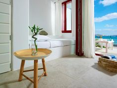 Unique Milos Suites || Located right on Pollonia Beach, the Cycladic-style Unique Milos Suites offer self-catering accommodation with free WiFi. The centre of Pollonia is 150 metres away, while Milos Port is 9 km away.