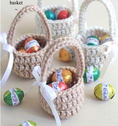 Easy mini crochet Easter baskets - free crochet pattern // Egyszerű horgolt húsvéti kosárkák - ingyenes horgolásminta // Mindy - craft tutorial collection // #crafts #DIY #craftTutorial #tutorial