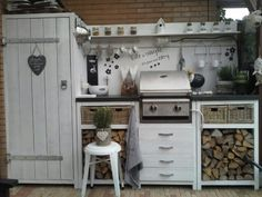 An outdoor kitchen can be an addition to your home and backyard that can completely change your style of living and entertaining. Outdoor Kitchen Bars, Bbq Kitchen, Summer Kitchen, Outdoor Kitchen Design, Outdoor Seating, Outdoor Rooms, Outdoor Dining, Parrilla Exterior, Diy Rangement
