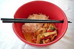 Schnelles Thai - Curry mit Huhn, Paprika und feiner Erdnussnote