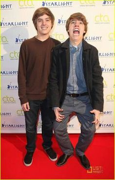 Zack and Cody Martin(Cold and Dylan Sprouse) from The Suite Life of Zack and Cody will play Tweedle Dee and Tweedle Dum because they are funny and dumb together. Zack and Cody Martin(Cold and Dylan Sprouse) from The Suite Life of Zack Dylan Sprouse, Sprouse Bros, Cole Sprouse Funny, Riverdale Memes, Riverdale Cast, Zack E Cold, Dylan Und Cole, Cody Martin, Old Disney Channel