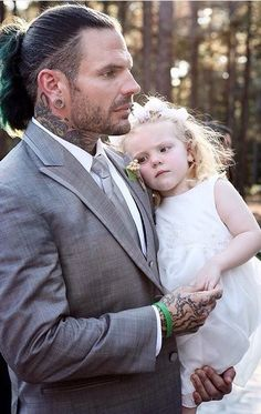 Jeff Hardy with his daughter http://ift.tt/2hZBDiZ