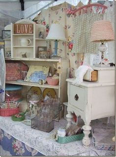 IN LOVE with the shabby chic of it! p.s. that tiny little table on the right is TDF