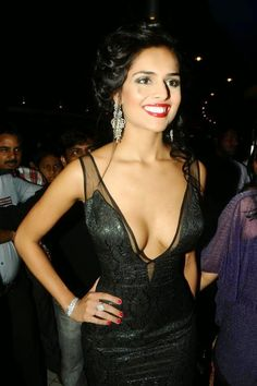 Nathalia Kaur - Extreme Hot Cleavage Show photos