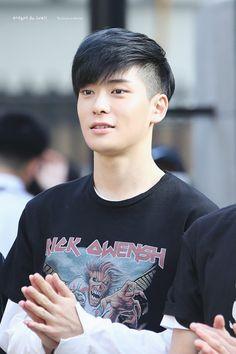 NCT Jaehyun Asian Men Short Hairstyle, Asian Boy Haircuts, Boy Haircuts Short, Mens Hairstyles Fade, Asian Haircut, Cool Haircuts, Hairstyles Haircuts, Haircuts For Men, Medium Hair Styles