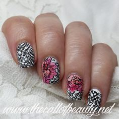 The Call of Beauty: Nail Art of the Day: Black & White Plaid and Flower for Day7 #31DC2016