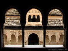 La Alhambra , patio de los leones, arcos
