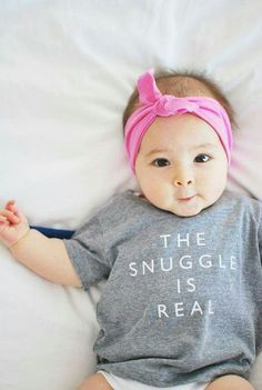 sweet baby | the snuggle is real Little Babies, Little Ones, Cute Babies, Baby Girl Fashion, Kids Fashion, Style Fashion, Bebe Love, Everything Baby, Baby Kind
