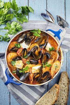 A Little Ragout of Seafood with Fines Herbes, White Wine and Linguine - The Happy Foodie Seafood Stew, Fresh Seafood, Seafood Dishes, Fish And Seafood, Seafood Recipes, Seafood Meals, White Sause Recipe, Croatian Recipes, Italian Recipes