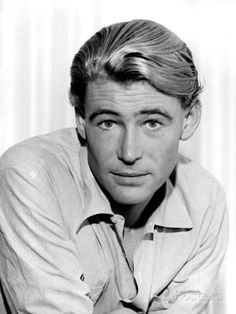'Lawrence of Arabia' Star and Hollywood Icon Peter O'Toole Dies Peter O'toole, Hollywood Icons, Hollywood Stars, Classic Hollywood, Old Hollywood, Hollywood Glamour, Lawrence Of Arabia, Star Wars, Famous Faces