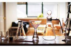 実験道具とグラスウェアを合体「Periodic TableWare」 | roomie(ルーミー)
