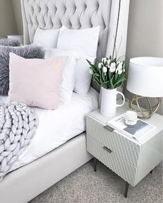 """""""Oversized knit and fuzzy faux, @flauntandcenter proves chic bedding is all in the textured detail 