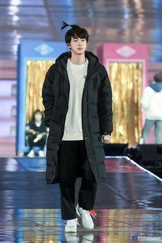 That price tag on his shoe. Seokjin, Hoseok, Bts Jin, Bts Jungkook, Taehyung, Jung Kook, Namjin, Foto Bts, Throwback Outfits
