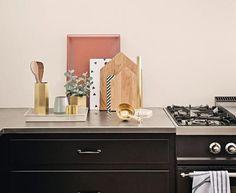 Gebrauchsgegenstände in der Küche zusammenfassen
