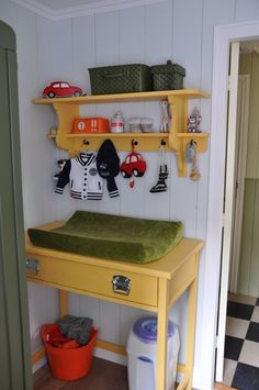 Yellow in the babyroom, boysroom love this changing table! Ohmygosh!