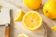 6 Genius Ways To Use Lemon Peels Around The House - The Real Healthy Thing Cleaning Recipes, Cleaning Hacks, Natural Cleaners, Organic Living, Cleaners Homemade, House Smells, Natural Cleaning Products, Health Articles, For Love And Lemons