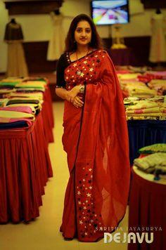 Here are some of the coolest pics of saree plus watch. Kashta Saree, Red Saree, Saree Dress, Sari, Nauvari Saree, Plain Saree, Embroidery Saree, Saree Models, Stylish Sarees