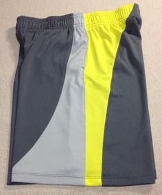 UNDER ARMOUR YOUTH SHORTS- SIZE YXL/JTG- 1 POCKET