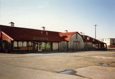 Farmers Market Bethpage NY........anyone else remember this place & walking through the sawdust on the floors while shopping? Raise The Titanic, Great Places, Places Ive Been, Long Island Ny, Island Girl, Farmers Market, Shed, Marketing, House Styles