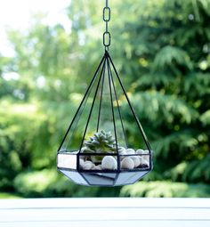 Houseplants for Better Sleep Small Hanging Stained Glass Terrarium. It Is A Modern Home Decoration. This Geometric Planter Is Handcafted From Clear Open Triangle. Size: - 19 Cm Hight - 13 Cm Width Perfect For A Micro Garden Of Cactus, Or Other Hanging Glass Terrarium, Air Plant Terrarium, Glass Planter, Terrarium Diy, Vitromosaico Ideas, Clear Glass, Glass Art, Hanging Stained Glass, Plants In Jars