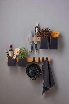 Gejst Flex Rail 40 en 60 cm  met zwarte bakjes Floating Nightstand, Floating Shelves, Ikea Malm, Recycled Furniture, Baskets On Wall, Box, New Homes, Wall Decor, House Design