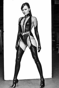 Best superheroine ever if you ask me. Proper ass kicker. Silk Spectre - Watchmen