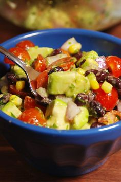 Turn your favorite dip into a healthy and hearty salad. Get the recipe fromDelish. Easy Tomato Recipes, Guacamole Salad, Guacamole Recipe, Salad Recipes, Avocado Recipes, Lunch Recipes, Mexican Food Recipes, Avocado Dishes, Vegetarian Recipes