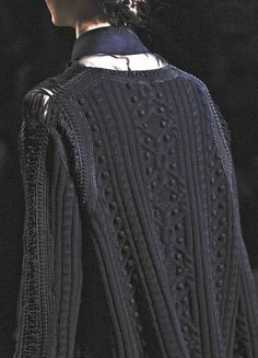 Multi-texture knitted sweater.
