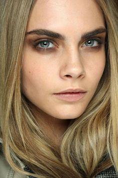 love her dark eye makeup. and look at those eye brows! Thick dark eye brows…