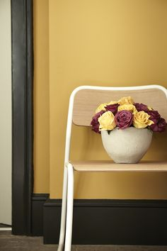 Couleurs Yellow Pink / Lamp Black – Little Greene - Marie Claire Maison Yellow Interior, Interior Paint, French Interior, Little Greene Farbe, Peinture Little Greene, Lampe Rose, Mustard Yellow Paints, Hall Colour, Little Greene Paint Company