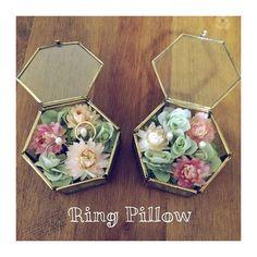 アンティーク調のガラスケースにモスとドライフラワーを入れたリングピローがとっても素敵♡ Ring Pillow Wedding, Wedding Ring Box, Wedding Gifts, Flower Box Gift, Flower Boxes, Flowers, Flower Packaging, Wooden Rings, Invitations