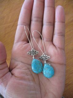Elegant turquoise and wire earrings