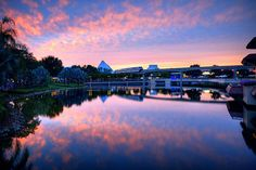 Oooooooohhhh nice... Intense sunset at Epcot