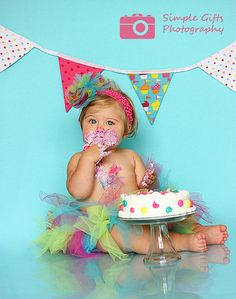Great idea for 1st birthday photos! @Kelly Teske Goldsworthy hopkins I know 2 little girls you could use these ideas on!