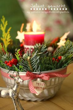 Self Made by Patricia Morgenthaler: DIY: Advent Arrangements & Wreaths - 5 vers . - Homemade by Patricia Morgenthaler: DIY: Advent Arrangements & Wreaths – 5 vers … - Christmas Kitchen, Noel Christmas, Christmas Candles, Winter Christmas, Christmas Wreaths, Christmas Ornaments, Advent Candles, Halloween Decorations, Christmas Decorations