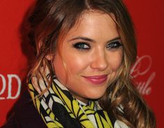 """Ashley Benson criticizes """"Pretty Little Liars"""" for photoshopping her to death"""