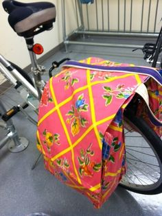 DIY bike pannier out of oilcloth -- cute!