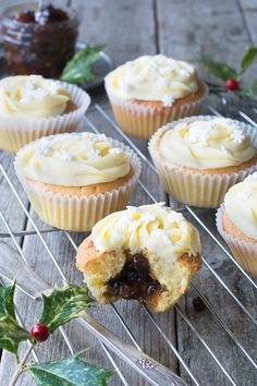 Christmas bakes , Mince Pie Cupcakes - Almond cupcakes with a festive mincemeat centre and topped with brandy buttercream. Christmas Cupcakes, Christmas Desserts, Christmas Treats, Easter Cupcakes, Flower Cupcakes, Christmas Mince Pies, Christmas Biscuits, Christmas Goodies, Christmas Christmas