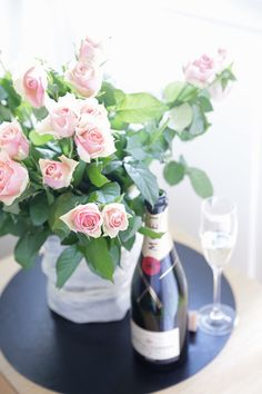 Such a beautiful bouquet & love champagne♡