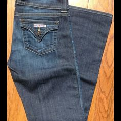 "Hudson boot cut Jeans size 28 petite Hudson boot cut jeans in size 28 petite. These jeans are in great condition, only worn a few times!! If you are 5'4"" or under, the petite length is for you! The inseam measures approximately 30 inches! Hudson Jeans Jeans Boot Cut"