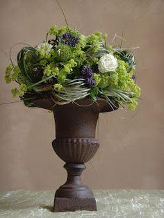 .: december 2011 Vintage Flower Arrangements, Artificial Floral Arrangements, Artificial Flowers, Altar Flowers, Flower Vases, Flower Pots, Hotel Flowers, Simple Centerpieces, Deco Floral