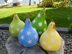 Gourd chickens www outamygourdstudio com Fall Crafts, Diy And Crafts, Christmas Crafts, Arts And Crafts, Decorative Gourds, Hand Painted Gourds, Chicken Crafts, Chicken Art, Gourds Birdhouse