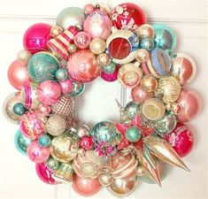 Vintage Christmas Colors in this Vince glass ornament wreath! Christmas Ornament Wreath, Decoration Christmas, Christmas Wreaths To Make, Noel Christmas, Vintage Christmas Ornaments, Retro Christmas, How To Make Wreaths, Bauble Wreath, Vintage Holiday